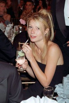 Juice Beauty, 90s Hairstyles, Gwyneth Paltrow, Amazing Women, Bangs, Envy, Hair Makeup, Bob, Vogue