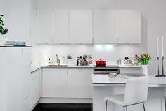 simple white kitchen Kitchen Dining, Kitchen Cabinets, Kitchen Pantry, Kitchen Ideas, Kitchen Interior, Minimalist, Modern, Table, Inspiration
