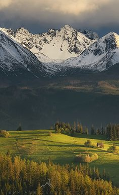The beautiful and majestic Tatra Mountains, Poland Wonderful Places, Beautiful Places, Hallstatt, Poland Travel, Lithuania Travel, Tatra Mountains, Mountain Landscape, Nature Pictures, Beautiful Landscapes