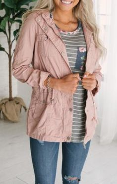 Love this whole outfit. This jacket looks lightweight & super trendy. Ad Fashion, Spring Fashion, Autumn Fashion, Fashion Outfits, Fasion, Womens Fashion, Looks Style, Mom Style, Fall Winter Outfits