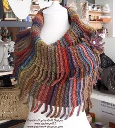 Western Cowl - Crochet Pattern by Sophie Gelfi Designs. Definitely planning to crochet this as a gift for a friend! Shawl Crochet, Crochet Shawls And Wraps, Freeform Crochet, Crochet Scarves, Crochet Clothes, Crochet Stitches, Knit Crochet, Crochet Patterns, Crochet Fringe