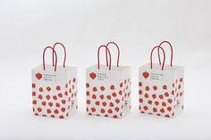 Fruit Packaging, Cool Packaging, Packaging Design, Branding Design, Logo Design, Paper Bag Design, Shop Logo, Japanese Design, Shopper Tote