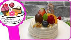 Pavlova mit Beeren - Rezept von Madeleines Schlemmerparadies Desserts Ostern, Pavlova, Birthday Cake, Meringue, Videos, Food, Youtube, Madeleine, Pies