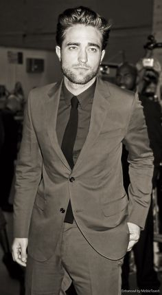 oh lordy, ya lookin' hot Rob. Now please sit down and play the piano for me.....I love your music.