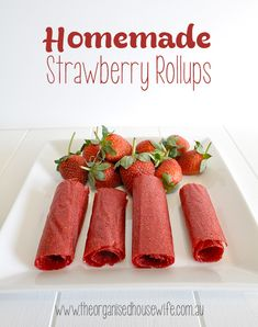 Homemade Strawberry Rollups or fruit leather. Super easy, very healthy lunch box snack for the kids, sugar optional. Lunch Box Bento, Lunch Snacks, Healthy Snacks, Lunch Boxes, Lunches, Eat Healthy, Healthy Recipes, Lunch Box Recipes, Fruit Recipes