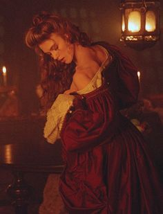 Keira Knightley as Elisabeth Swan in 'Pirates of the Caribbean: The Curse of the Black Pearl' Keira Knightley, Keira Christina Knightley, Elisabeth Swan, Mode Baroque, Arte Do Harry Potter, Johny Depp, Princess Aesthetic, Pirate Life, Pirates Of The Caribbean