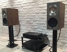 KEF The Reference 1 Walnut in ShowRoom HIFIGHT