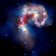 Galaxie des Antennes | Une belle journée quelque part dans cet Univers. Malgré l'incertitude et les injustices de ce monde, les étoiles sont toujours aussi belles. Noor