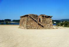 """Antiguo horno de """"tellas"""" (tejas en gallego) situada en Dena. O Grove Forma parte de lo que fue una importante industria en la zona durante finales del s. XIX y principios del XX."""