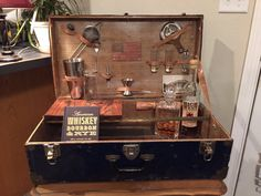 The Patriot! JrunkBox Bar Kit 5-Piece Mobile Bar Antique Dry Bar Suitcase