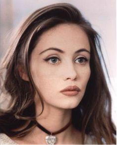 matchy- 90s-makeup-look-grunge-monochrome-tonal