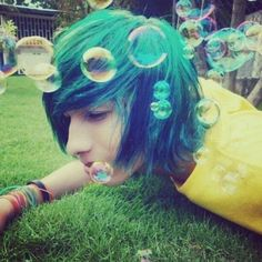Blue hair on guys is perfecttttt <3