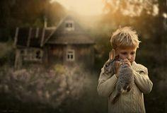 Elena Shumilova, Russian photographer, takes magical pictures of her children. Magical Pictures, Beautiful Pictures, Fotografia Social, Foto Portrait, Foto Art, Animals For Kids, Farm Animals, Farm Life, Belle Photo