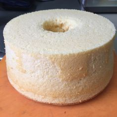 Almond Chiffon Cake Ingredients: A 6 egg yolks eggs with shell) tsp salt corn oil milk superfine flour or cake flour tsp baking powder ground almond (almond meal) 2 dro… Chiffon Cake Ingredients, Chiffon Recipe, Ground Almonds, Limoncello, Cake Flour, Almond Recipes, Doughnut, Cake Recipes, Sweets