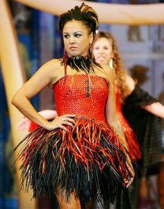 Te Papa showcased the latest fashions from top Maori and Pacific Island designers at its Matariki fashion show yesterday. Fashion Wear, Love Fashion, Fashion Show, Fashion Design, Polynesian Designs, Maori Designs, World Of Wearable Art, Maori Patterns, Flax Weaving