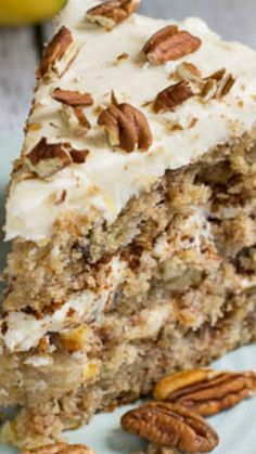 Hummingbird Cake ~ A classic southern cake filled with banana, pineapple and pecans and topped with a thick cream cheese glaze. Hummingbird Cake ~ A classic southern cake filled with banana, pineapple and pecans and topped with a thick cream cheese glaze. Just Desserts, Delicious Desserts, Dessert Recipes, Desserts Caramel, Pecan Desserts, Fall Cake Recipes, Spice Cake Recipes, Dinner Recipes, Homemade Cake Recipes