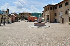 Borghi dell'Umbria - La piazza di Cerreto di Spoleto (Explored)