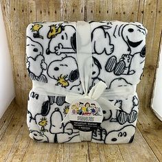Burkshire Home Snoopy Peanuts Queen Size Sheet Set Pillowcase White Red Doghouse Woodstock