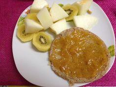 Desayuno Lleideta: Tortitas de avena y canela: copos de avena triturados, 4 claras de huevo, canela al gusto y leche de soja. Con mermelada de melocotón ecológica