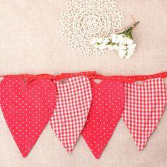 Banderines de corazón Decor Inspiration, Fashion 2020, Party, Google, Ideas, Burlap, Fabric Purses, Fabric Garland, Red Fabric