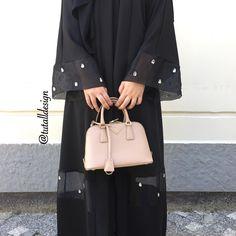 Organze detay abayamız kol ucu ve etek arası özel elde dikilme taşdır Bilgi için dm sipariş için whatsapp hattımızdan ulaşabilirsiniz☺ İstek üzerine organze detay iptal edilip kumaş üzerinede yapılabilir #tutalldesign #tutall #abaya #dubaiabaya #moda #dubaifashion #abayastyle #hijabstyle #abiye #design #elbise #fashion #hijab #style #şal #ferace #abaye #hijabdress #tasarım #abayafashion