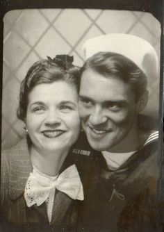 vintage photobooth (w sailor). so adorable. Vintage Pictures, Old Pictures, Vintage Images, Old Photos, Couples Vintage, Vintage Abbildungen, Vintage Sailor, Fashion Vintage, Vintage Outfits