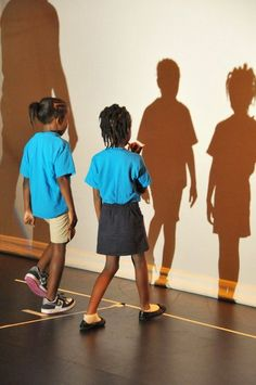 Second grade students from Bethune Elementary experiment with shadows to learn… Drama Education, Steam Education, Science Education, Science Activities, Keith Haring, Middle School Drama, Groundhog Day Activities, Second Grade Science, Primary Science