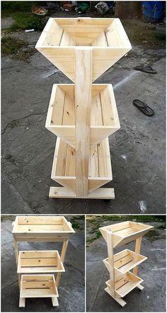 Estante de frutas e paletes de madeira