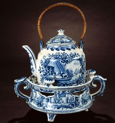 Faience Delft Blue teapot stove from the Royal Tichelaar Makkum (Dutch pottery company; Delft, Blue And White China, Blue China, Vintage Tea, Vintage China, Teapots And Cups, Tea Art, Tea Service, Chocolate Pots