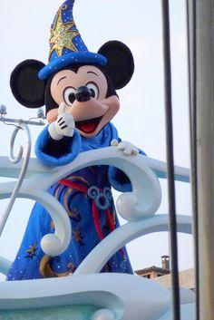 *FANTASIA ~ Be Magical! | Tokyo DisneySea by ナギ (nagi), via Flickr Tokyo Disney Sea, Tokyo Disneyland, Mickey Mouse And Friends, Mickey Minnie Mouse, Disney Dream, Disney Love, Walt Disney Characters, Walter Elias Disney, Disney Springs