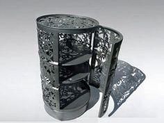 Mueble auxiliar para almacenamiento hecho con cilindro reciclado y calado