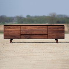 Mid Century Furniture - classic Danish and Scandinavian design and decorative antiques Tv Furniture, Furniture Design, Walnut Furniture, Plywood Furniture, Chair Design, Modern Credenza, Wine Credenza, Credenza Decor, Mid Century Modern Furniture