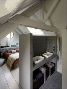 1000 images about combles on pinterest attic bathroom for Mini salle de bain 2m2
