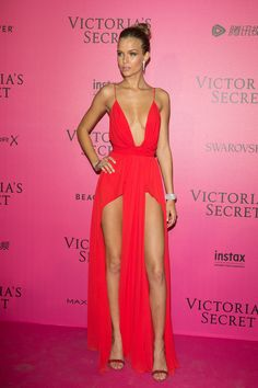 4 models risk wardrobe malfunctions in slinky dresses at Victoria's Secret Fashion Show after party Fashion victoria secret fashion show 2016 Fashion Models, Girl Fashion, Fashion Outfits, Trendy Outfits, Fashion Beauty, Mens Fashion, Fashion Tips, Fashion Trends, Victoria Secrets Angels