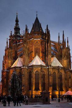 gotische Architektur erkennbar an den Spitzbögen und der Skelettbauweise. Prager Burg