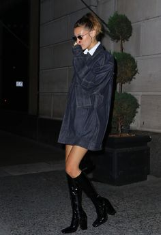 """""""July Bella Hadid leaving L'avenue restaurant in New York. Looks Street Style, Looks Style, Looks Cool, Bella Hadid Outfits, Bella Hadid Style, Estilo Hailey Baldwin, Mode Outfits, Fashion Outfits, Fashion Shoes"""