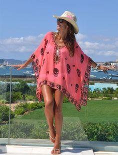 Trendy Beachwear for the Summer - Vestido tipo vacasiones , colores totalmente llamativos y alegres. Mode Hippie, Bohemian Mode, Summer Wear, Summer Outfits, Easy Outfits, Outfit Strand, Boho Fashion, Girl Fashion, Beach Attire
