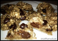3-Ingredient Banana Oatmeal Chocolate Chip Cookies! Super Easy... Super Quick... Super Yummy!