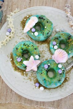 I love the mermaid trend that happening right now! The mermaid desserts are so bright and colorful and are simply magical! I think this post is a great idea because of the many recipes like mermaid cake pops, mermaid donuts, mermaid cookies and under the Mermaid Cake Pops, Mermaid Cookies, Raspberry Smoothie, Apple Smoothies, Decorated Marshmallows, Mermaid Diy, Candy Melts, Donut Recipes, Party Desserts