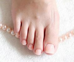 French Tip Toes, French Toe Nails, French Tip Pedicure, Feet Nail Design, Toe Nail Designs, Fall Nail Designs, Fake Toenails, Feet Nails, Polygel Nails