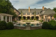 Before and after: See the stunning transformation of an opulent North Texas backyard