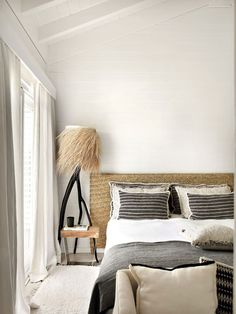 〚 Relaxed design of charming summer cabin in Portugal 〛 ◾ Photos ◾ Ideas ◾ Design #natural #bedroom #white #interiordesign #homedecor #ideas #inspiration #tips #cozy #living #style #space #interior #decor #home Architectural Digest, Kids Doll House, Relax, Textiles, Portugal, Sweet Home, Indoor, Cabin, Interior Design