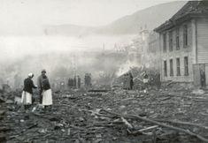 29. oktober 1944 ble nok en sort dag i Bergens historie, da store deler av Nøstet ble utslettet, også Det gamle teateret - Komedieteateret, som her ses i høyre kant. Et alliert bombefly, Lancaster ND 332, ett av 237 bombefly som kom inn over Bergen denne natten, og slapp sine 12 bomber, hver på 500kg, over Nøstet - 43 norske liv gikk tapt. Dette bare uker etter den store tragedien med bombingen av Holen skole, den 4. oktober 1944. Bilde hentet fra Bergensavisen