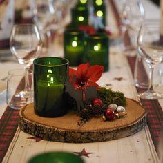 "16 likerklikk, 2 kommentarer – @livingbyvibe.dk på Instagram: ""Brug naturen til din borddækning. Lav små dekorationer med træskiver, mos, grankogler og bland det…"""