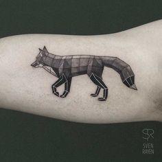 Une sélection des magnifiques tatouages de l'artiste et tatoueur belge Sven Rayen, qui imagine des animaux géométriques, ou même des dinosaures, avec un s