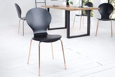 FORM fekete és réz szék #lakberendezes #otthon #otthondekor #homedecor #furnishings #design #ideas #furnishingideas #housedesign #livingroomideas #livingroomdecorations #retro #retrohomedecor #retrohomedecorating Panton Chair, Dining Chairs, Furniture, Home Decor, Workplace, Products, Environment, Designer Dining Chairs, Dining Room Modern