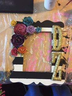 Delta zeta diy sorority frame Kappa Delta Chi, Alpha Phi Omega, Phi Sigma Sigma, Alpha Chi, Delta Zeta Crafts, Phi Mu Crafts, Sorority Crafts, Sorority Pictures, Sorority Picture Frames