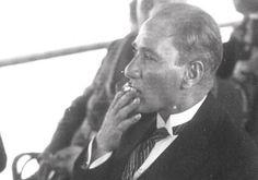 Atatürk Ertuğrul Yatı'nda Sigara İçerken - 1927