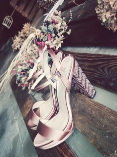 Ποια γυναικεία πέδιλα είναι στην μόδα το καλοκαίρι 2018; Fashion Articles, Filters, Photoshop, Heels, Blog, Photography, Heel, Photograph, Pumps Heels
