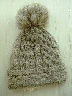 color グレー、アイボリー、素材 wool100%、made in China、size F、頭周り48cm、深さ31cm